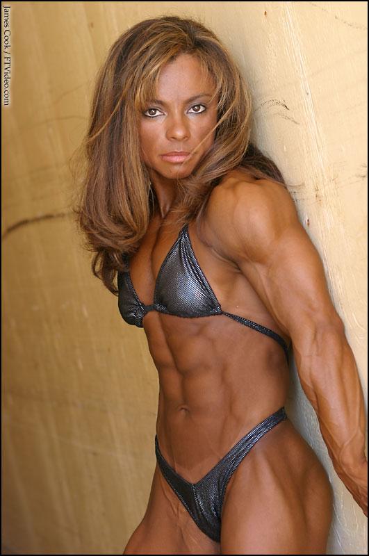Girl having sex with bodybuilder — img 12