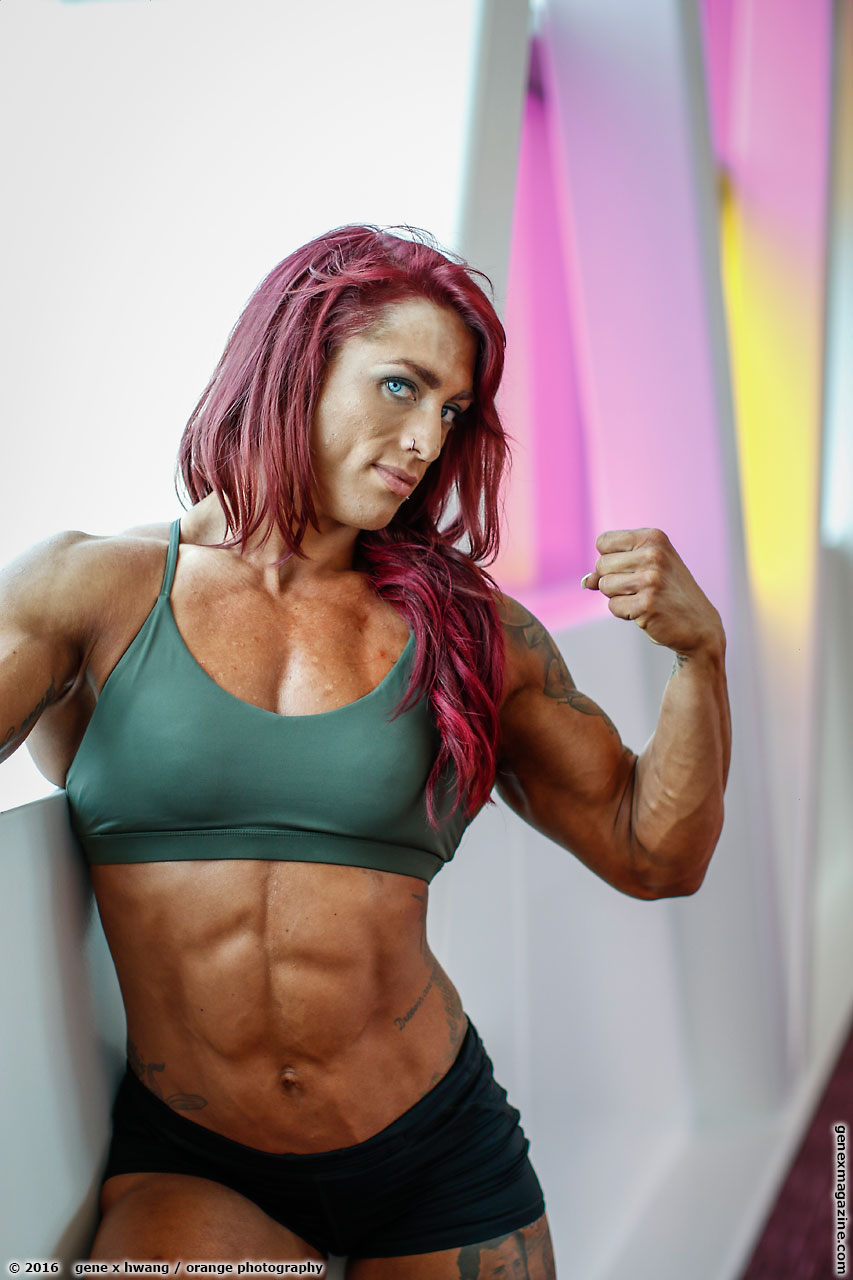 Amanda Smith flexing her bicep