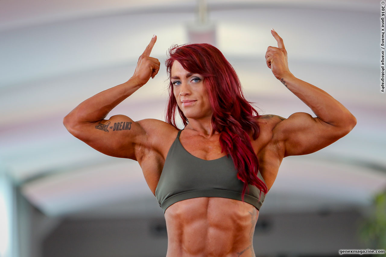 Amanda Smith Flexing herbiceps
